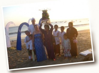 Destinations – wedding group on the beach